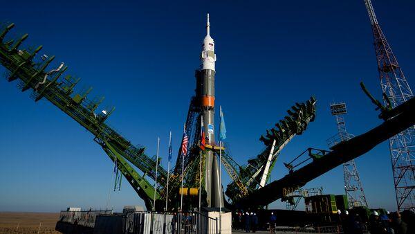 El cohete portador con la nave espacial Soyuz MS-02 en el cosmodromo de Baikonur - Sputnik Mundo