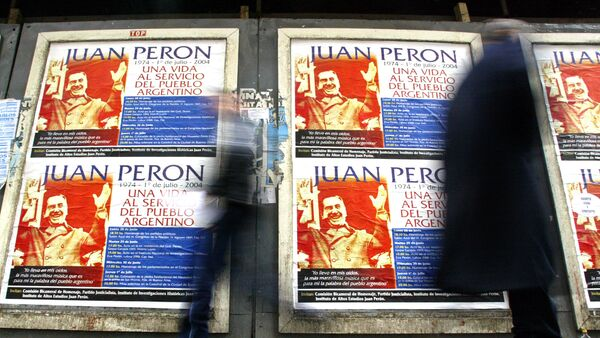 People pass by posters commemorating the 30th anniversary of General Juan Domingo Peron's death in Buenos Aires, 30 June 2004. - Sputnik Mundo