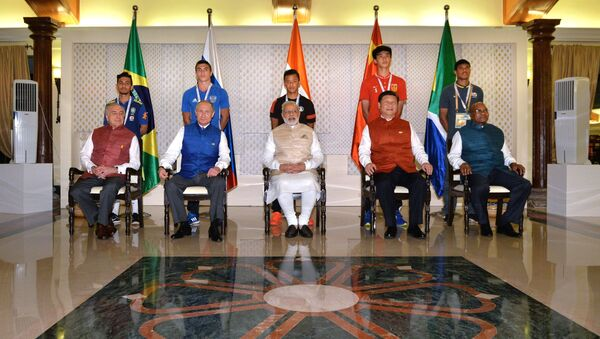 Los líderes de BRICS durante una sesión de fotos - Sputnik Mundo