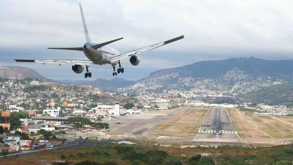 Aeropuerto de Toncontín en Tegucigalpa, Honduras - Sputnik Mundo