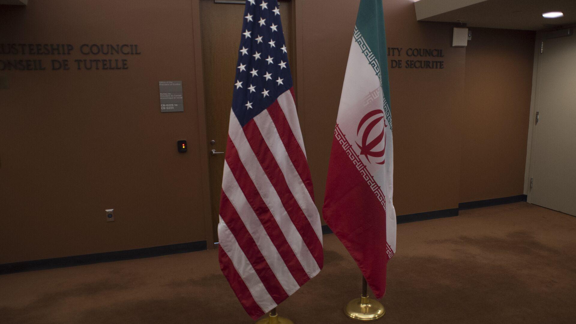 Banderas de EEUU e Irán - Sputnik Mundo, 1920, 08.08.2021