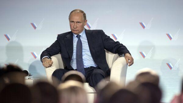 Vladímir Putin, presidente de Rusia, en una visita a Crimea - Sputnik Mundo