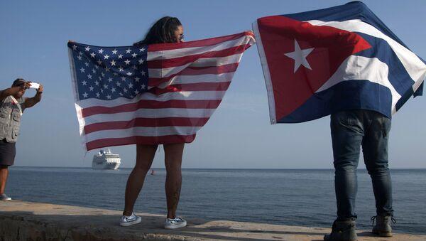 Banderas de Cuba y de EEUU - Sputnik Mundo