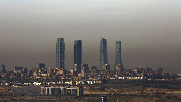 La contaminación en Madrid, España - Sputnik Mundo