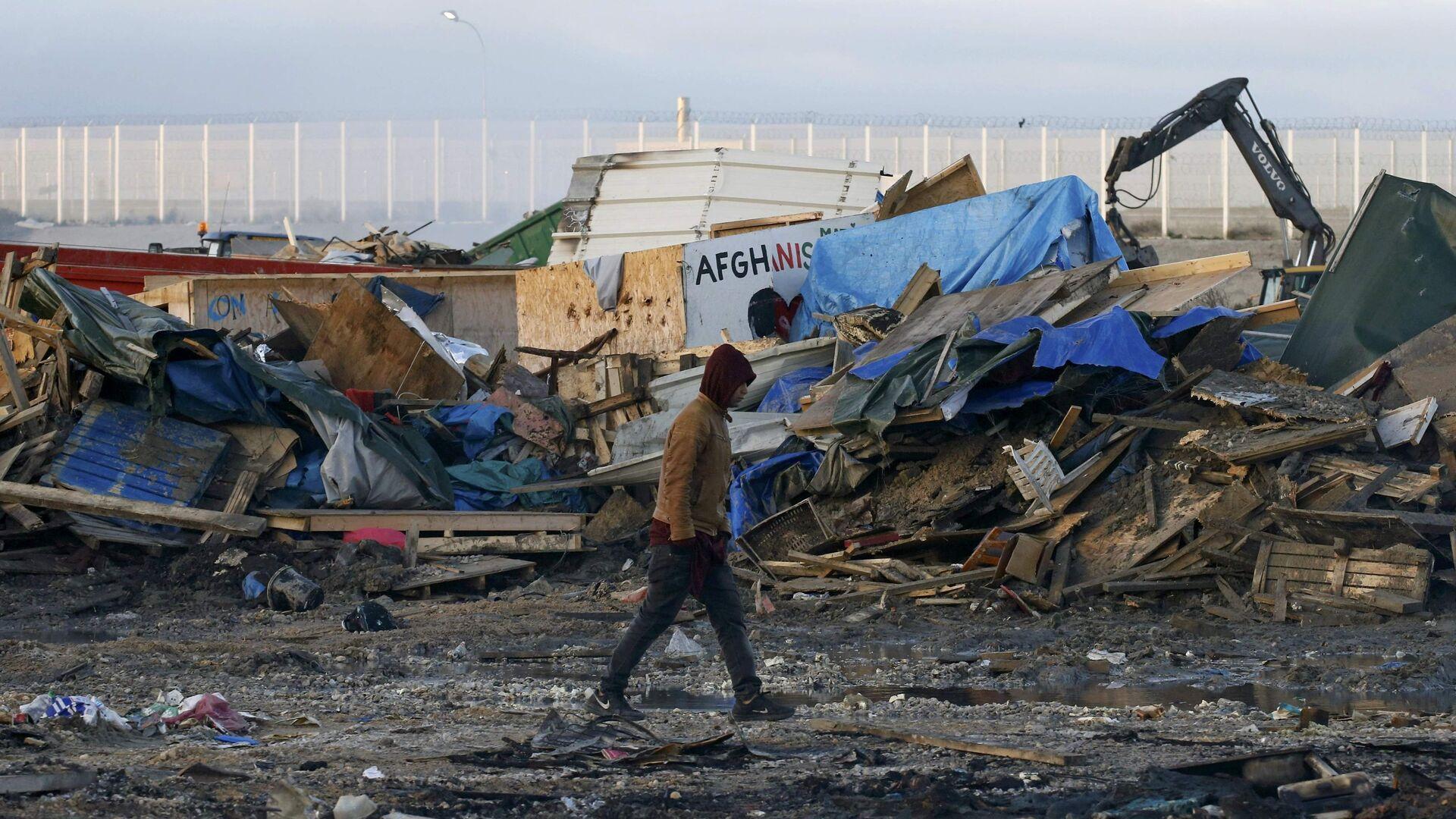 La demolición del campamento de refugiados en Calais, Francia - Sputnik Mundo, 1920, 19.02.2021