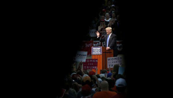 El candidato republicano, Donald Trump, durante un discurso en Carolina del Norte - Sputnik Mundo