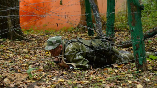 Un oficial de la inteligencia militar rusa durante las maniobras - Sputnik Mundo