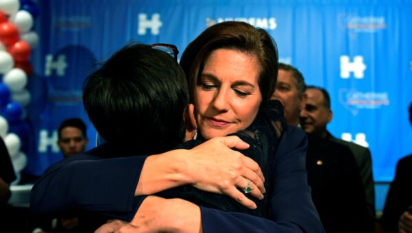 Democratic candidate for the United States Senate from Nevada Catherine Cortez Masto hugs a supporter after speaking at the Nevada state democratic election night event in Las Vegas, Nevada - Sputnik Mundo