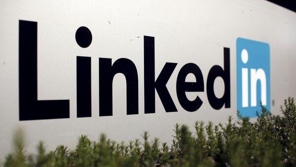 The logo for LinkedIn Corporation is shown in Mountain View, California, U.S. - Sputnik Mundo