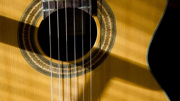 Una guitarra (imagen referencial) - Sputnik Mundo