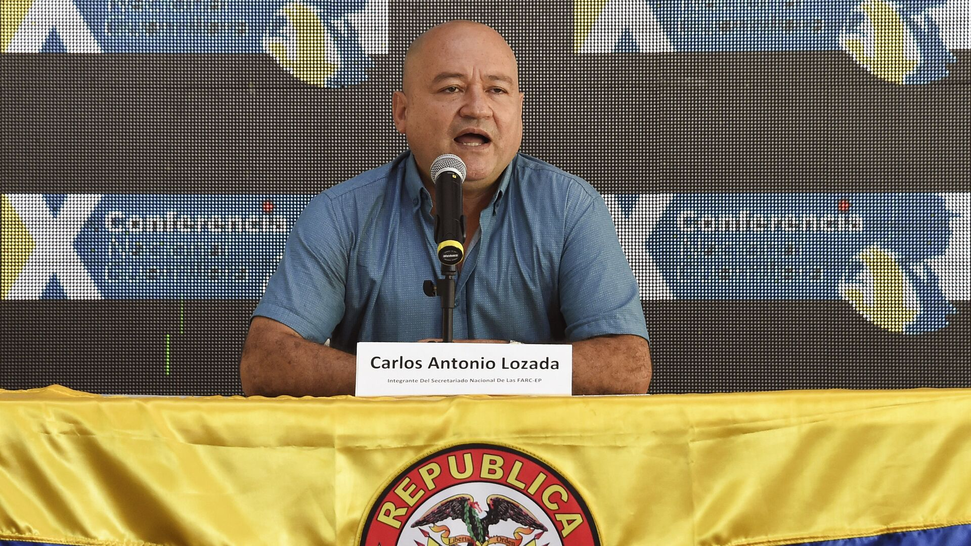 Commander Carlos Antonio Lozada, member of the direction of the Revolutionary Armed Forces of Colombia (FARC), speaks during the 10th National Guerrilla Conference in Llanos del Yari, Caqueta department, Colombia, on September - Sputnik Mundo, 1920, 12.08.2021