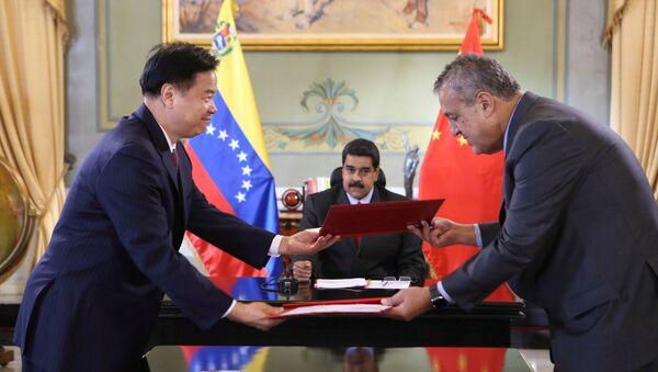 Director de PetroChina, Wang Yilin, presidente de Venezuela, Nicolás Maduro, y ministro de Petróleo de Venezuela, Eulogio del Pino - Sputnik Mundo