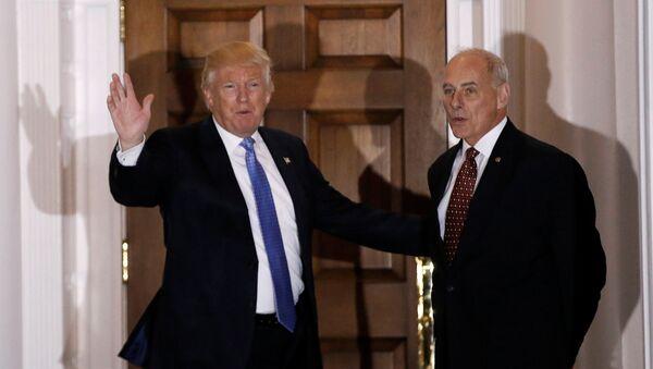 Presidente de EEUU, Donald Trump, y el secretario del Departamento de Seguridad Nacional, John Kelly (archivo) - Sputnik Mundo
