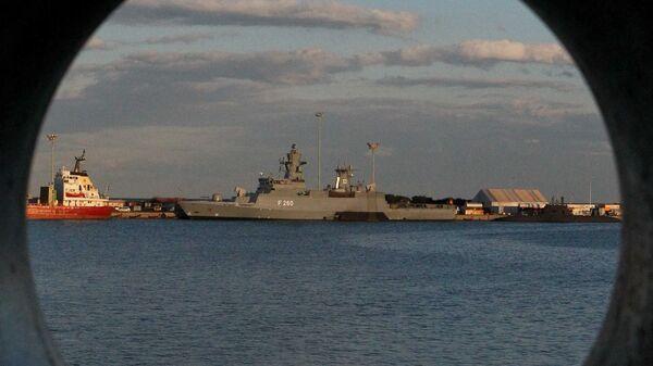HMS Defender, buque británico - Sputnik Mundo