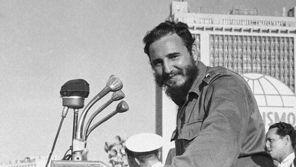 Fidel Castro en la Plaza de la Revolución de La Habana - Sputnik Mundo