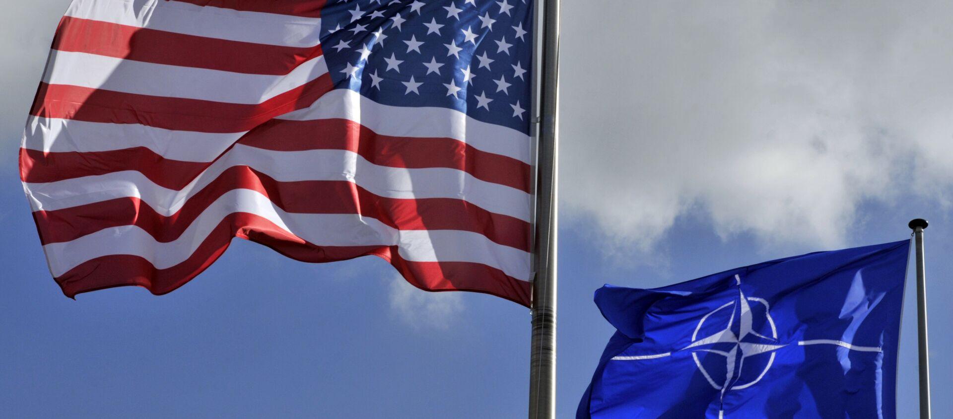 US and NATO flags - Sputnik Mundo, 1920, 26.01.2021