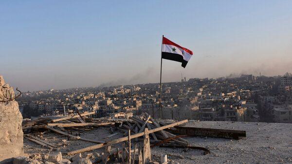 La bandera nacional de Siria en Alepo - Sputnik Mundo