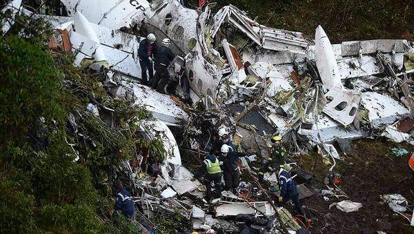 Los restos del avión en el que iba el equipo de fútbol Chapecoense - Sputnik Mundo
