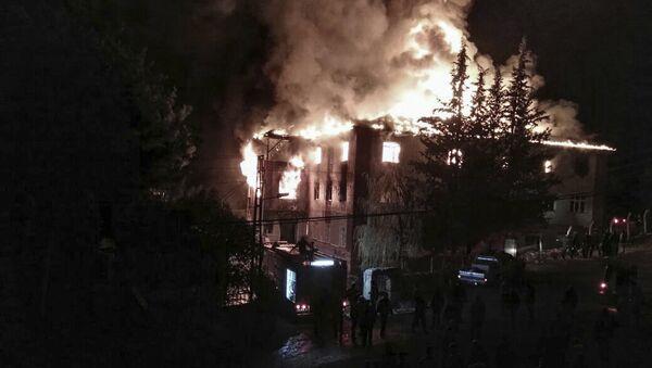 Incendio en la residencia de la escuela femenina, Turquía - Sputnik Mundo