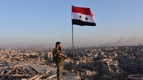 Un soldado de las tropas del Gobierno sirio en Alepo - Sputnik Mundo