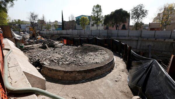 La estructura circular encontrada en Tlatelolco, México - Sputnik Mundo