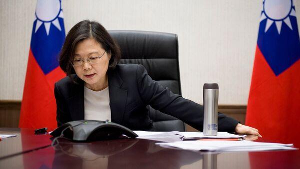 La presidenta de Taiwán, Tsai Ing-wen, habla por teléfono con Donald Trump, el presidente electo de EEUU - Sputnik Mundo