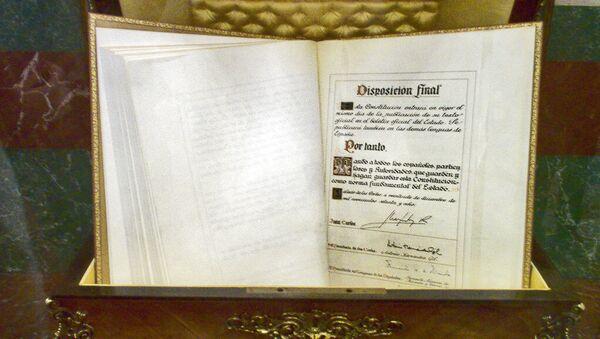 Ejemplar de la constitución española de 1978 en el Congreso - Sputnik Mundo
