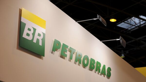 A picture shows the logo of Brazil state-run oil giant Petrobras during the World Gas Conference exhibition in Paris - Sputnik Mundo