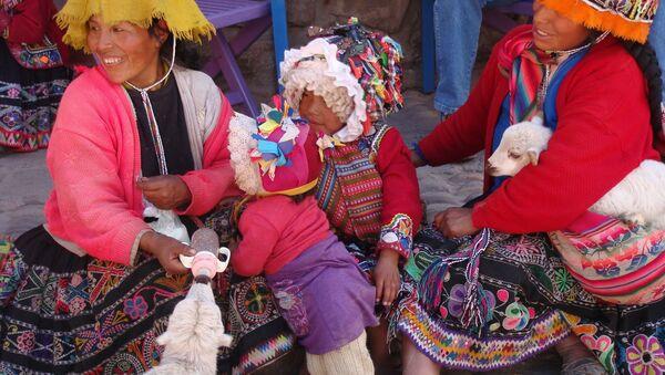 Mujeres y niñas quechua en Cusco, Perú - Sputnik Mundo