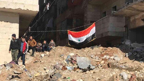 Жители Алеппо после вывода боевиков и членов их семей из восточного Алеппо - Sputnik Mundo