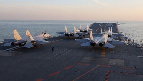 La Armada china ha realizado ejercicios con el portaviones Liaoning tras una intensificación de las tensiones entre el país asiático y EEUU - Sputnik Mundo