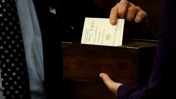 Pennsylvania electors cast their ballots for U.S. President-elect Donald Trump at the Pennsylvania State Capitol in Harrisburg, Pennsylvania, U.S. December 19, 2016. REUTERS/Jonathan Ernst - Sputnik Mundo