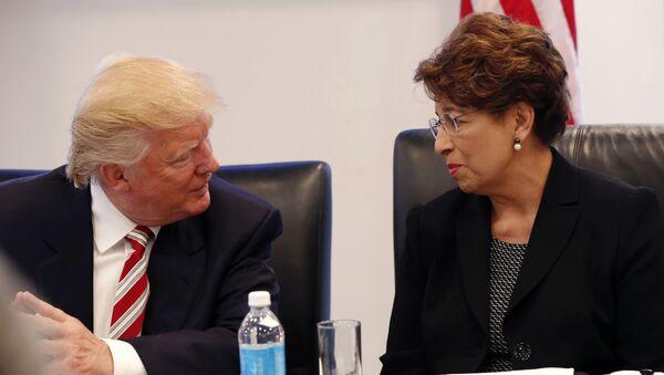 Donald Trump, presidente electo de EEUU, y Jovita Carranza, posible representante de la Oficina de Comercio de EEUU - Sputnik Mundo
