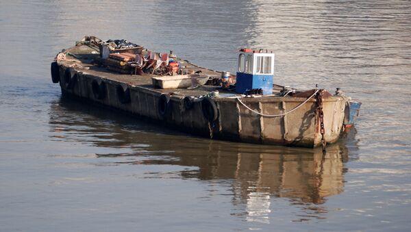 Una barcaza (imagen ilustrativa) - Sputnik Mundo