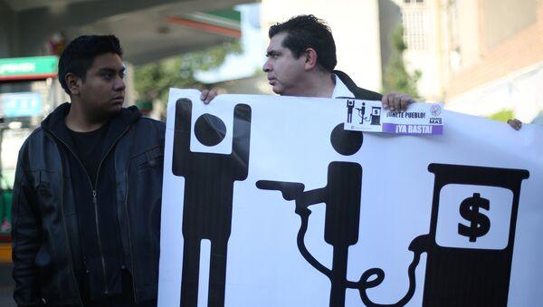 Protestas en México contra la subida del precio de gasolina - Sputnik Mundo