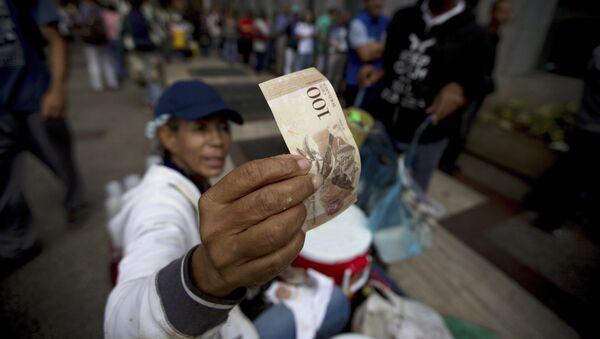 Billete venezolano de cien bolívares - Sputnik Mundo