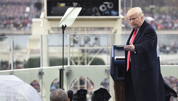 US President Donald Trump thanks former US President Barack Obama during the Presidential Inauguration at the US Capitol in Washington, DC, on January 20, 2017. - Sputnik Mundo