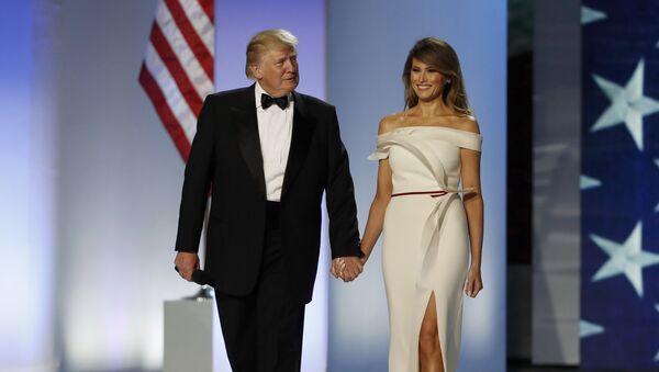 El presidente de EEUU, Donald Trump, y su esposa Melania, antes del baile inaugural - Sputnik Mundo