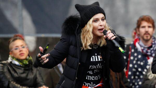 La cantante Madonna durante la Marcha de las Mujeres en Washington - Sputnik Mundo