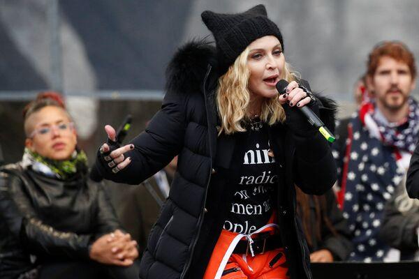 Madonna se presenta en la Marcha de las Mujeres en Washington, EEUU, en 2017 - Sputnik Mundo