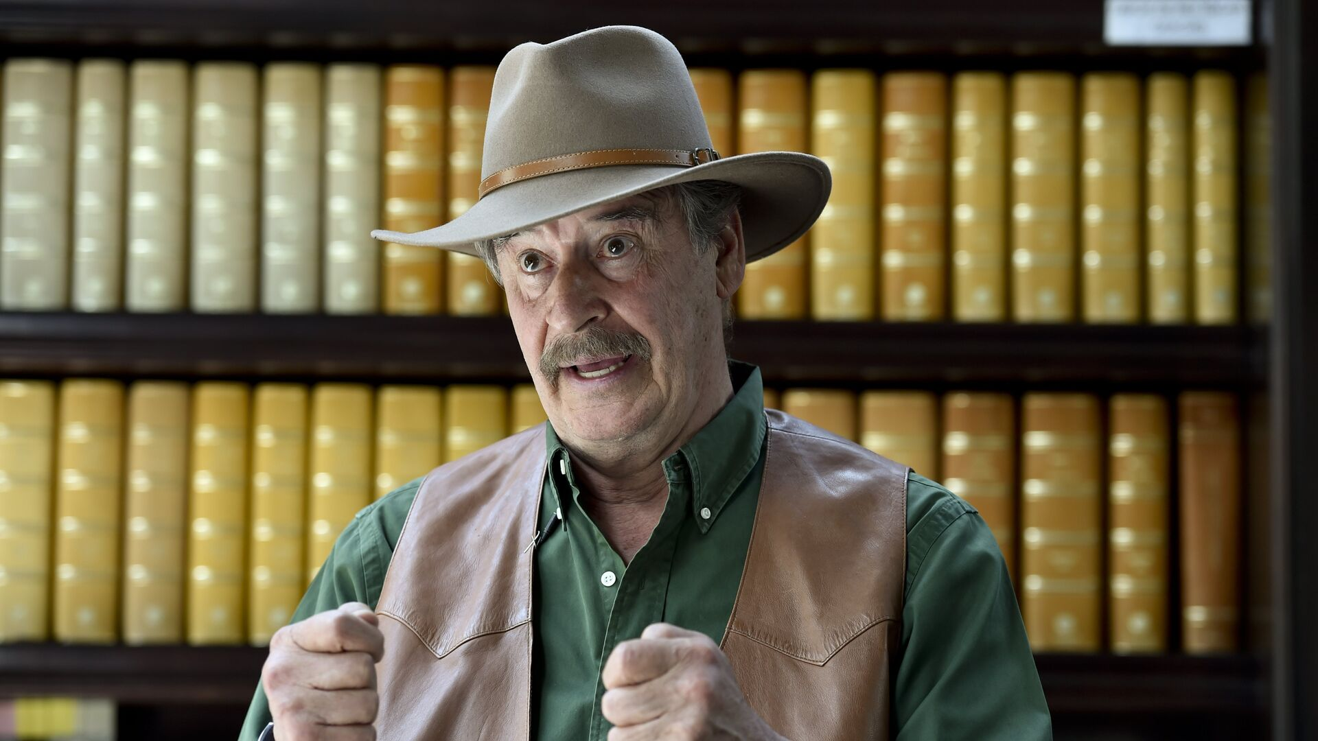 Former Mexican President Vicente Fox gestures while speaking during an interview with AFP at the Fox Center in San Francisco del Rincon, Guanajuato state, Mexico on March 8, 2016.  - Sputnik Mundo, 1920, 05.10.2021
