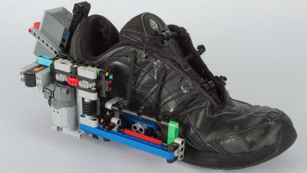 Vídeo: un hombre inventa unas zapatillas autoajustables… a base de legos - Sputnik Mundo