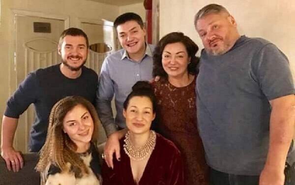 El empresario ruso Antón Bákov, con su familia - Sputnik Mundo