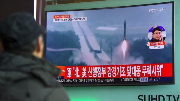 Lanzamiento de misil balístico por Corea del Norte (archivo) - Sputnik Mundo
