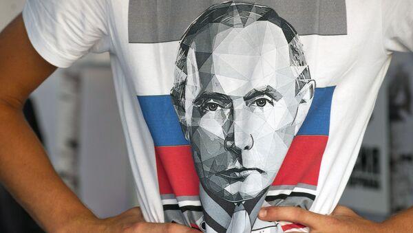 Camiseta con el retrato de Putin - Sputnik Mundo