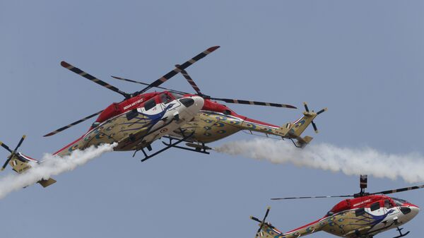 Indigenously manufactured Indian Air Force Dhruv helicopters perform at the opening ceremony of Aero India 2017 at Yelahanka air base in Bangalore, India, Tuesday, Feb. 14, 2017 - Sputnik Mundo