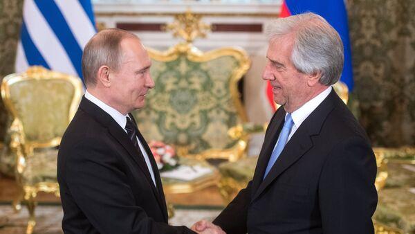 Vladimir Putin y Tabaré Vázquez - Sputnik Mundo