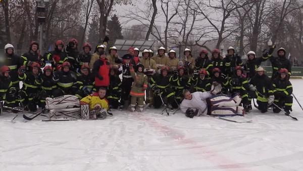 Flashmob de bomberos y rescatistas en Moscú - Sputnik Mundo