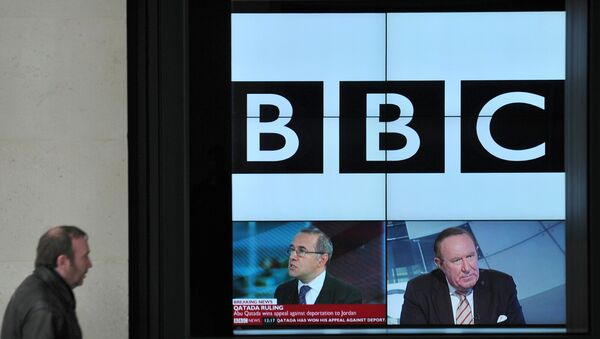 A BBC logo is pictured on a television screen inside the BBC's New Broadcasting House office in central London, on November 12, 2012 - Sputnik Mundo