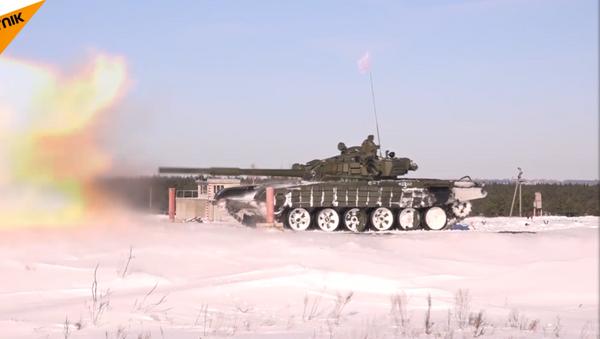 Equipos de tanques participaron en las maniobras de preparación para el Biatlón de Tanques Army 2017 - Sputnik Mundo